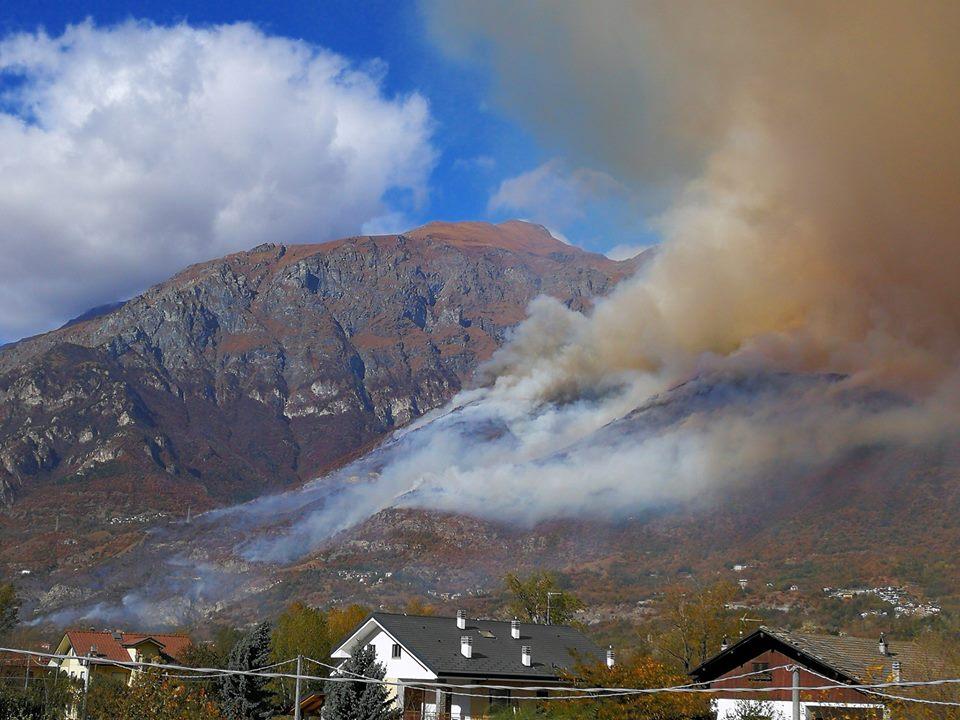 Bussoleno, montagna in fiamme. Incendi anche a Rubiana e Giaveno