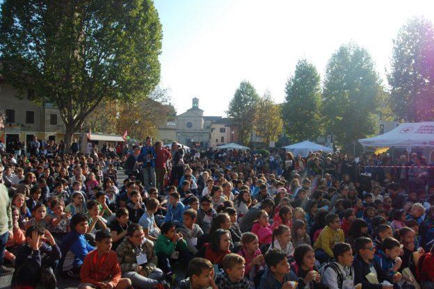 """Giaveno, centinaia di studenti in piazza per """"Viva"""""""