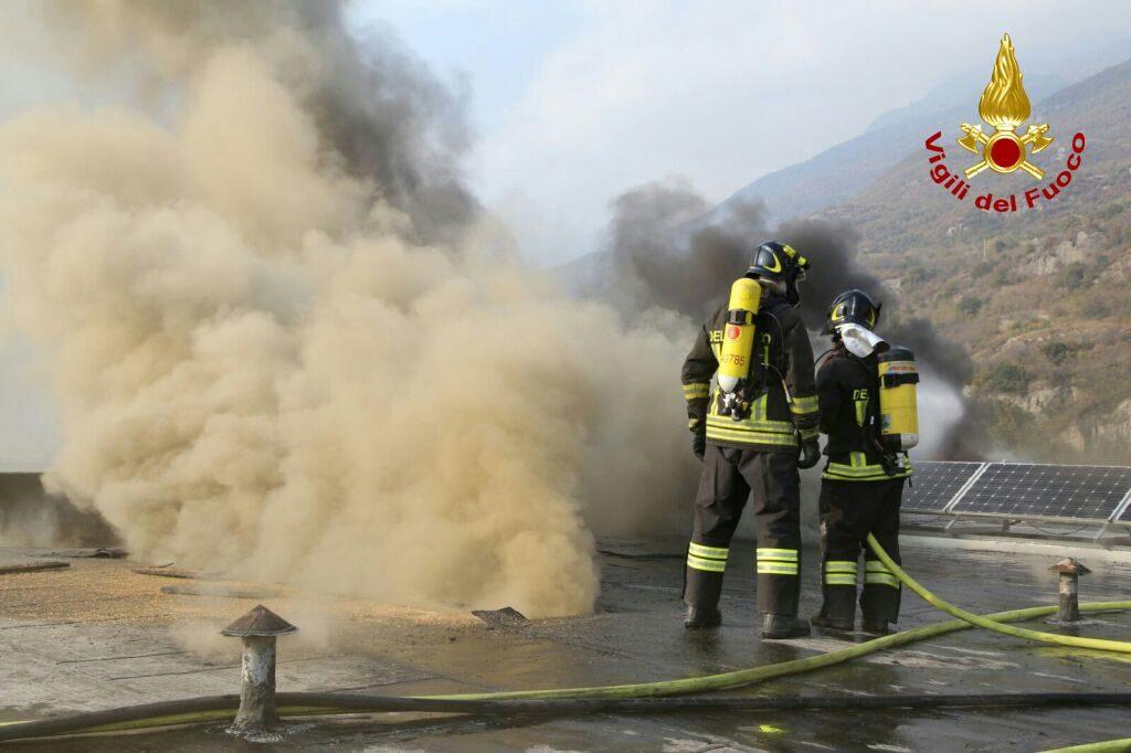 In fiamme il cotonificio di Borgone