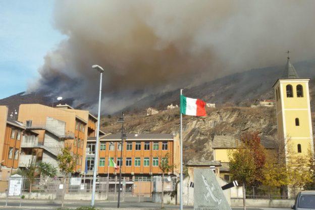 Incendi. Villa San Giacomo di Susa, evacuazione parziale. Scuole aperte e lezioni regolari domani a Susa