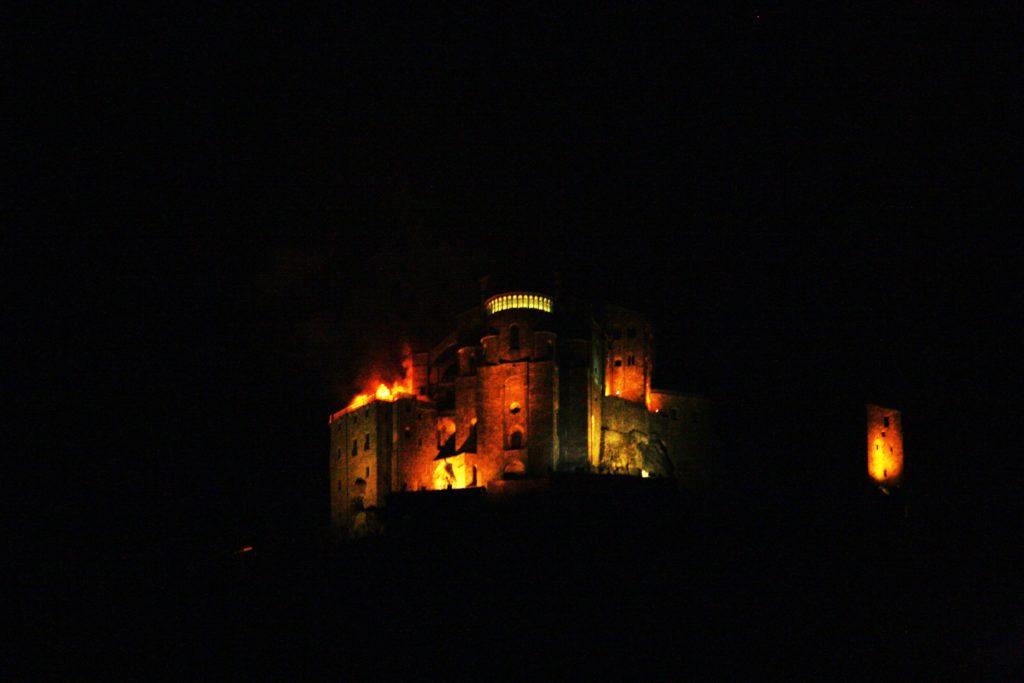 Sant'Ambrogio, incendio alla Sacra di San Michele