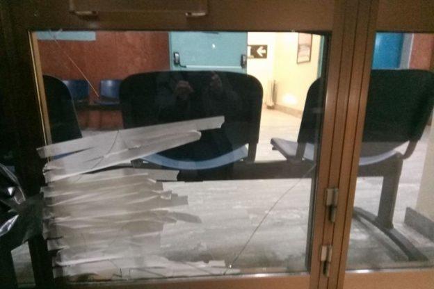 Giaveno, ancora un vetro rotto nell'ex ospedale
