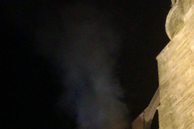 Sant'Ambrogio, quasi del tutto domato l'incendio alla Sacra