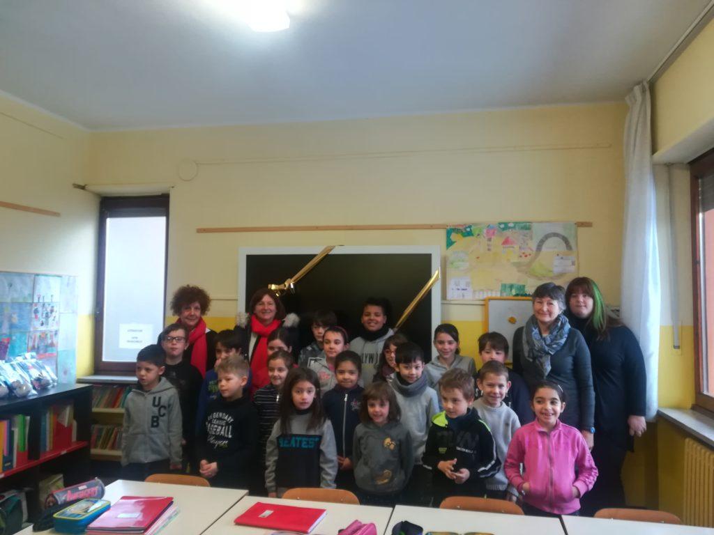 """Valgioie, la comunità dona una """"Lim"""" alla sua scuola"""