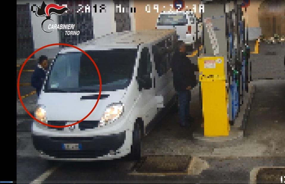 Acciuffato ladro di cellulari nelle stazioni di servizio