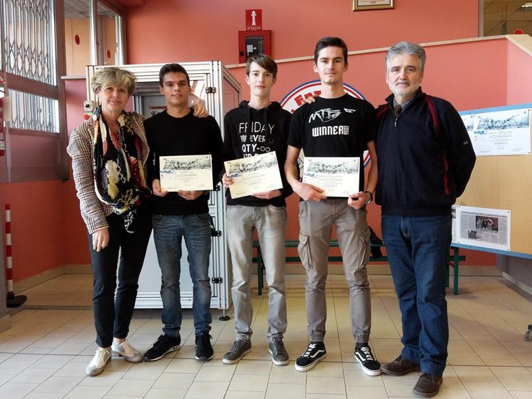"""Al Ferrari di Susa gli allievi imparano a """"guidare"""" i robot Comau"""