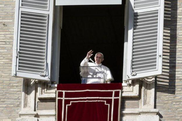 Papa Francesco ricorda le piaghe di Gesù al Regina Coeli