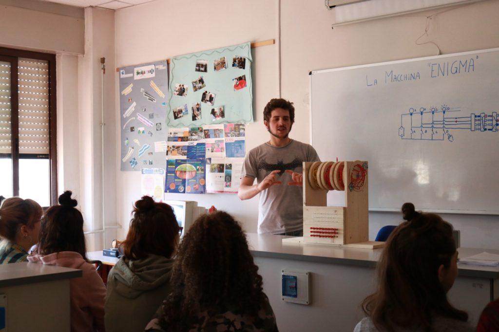 """Gli studenti valsusini del liceo """"Norberto Rosa"""" hanno dedicato una giornata alla Scienza"""