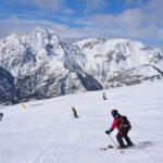 Sport in Valsusa, la primavera è alle porte, ma c'è ancora tanta neve per sciare in Vialattea