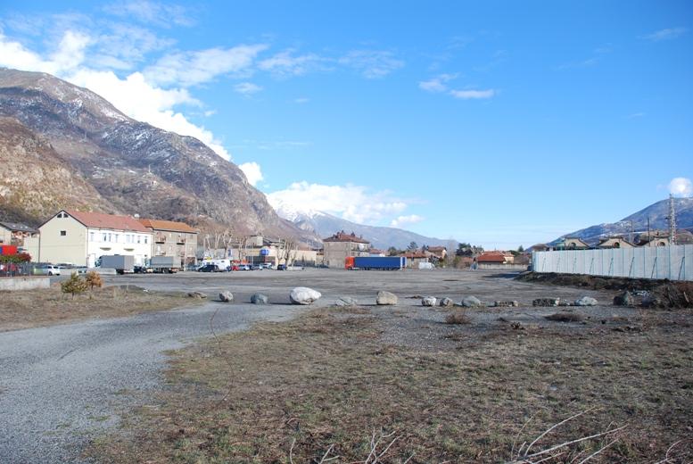 Susa, i progetti dell'amministrazione. Che succederà nella grande area privata oggi adibita a parcheggio?