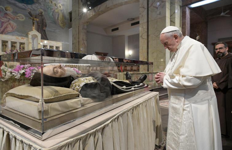 """Papa Francesco da Padre Pio da Pietrelcina: le tre eredità dell'""""apostolo del confessionale"""""""