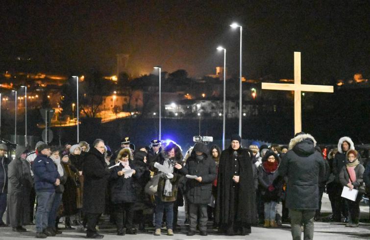 Il vescovo di Spoleto- Norcia, il valsusino Mons. Boccardo, alla seconda Via Crucis del post terremoto