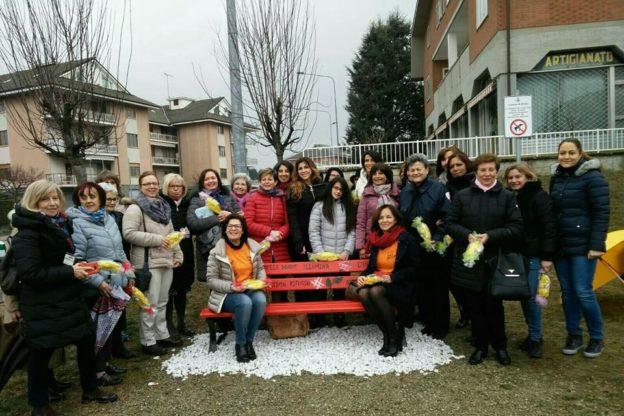 Anche a Rosta c'è una panchina rossa contro il femminicidio e la violenza sulle donne