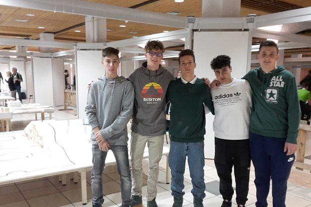 """Cinque studenti del """"Ferrari"""" di Susa alla RoboCup di Trento"""