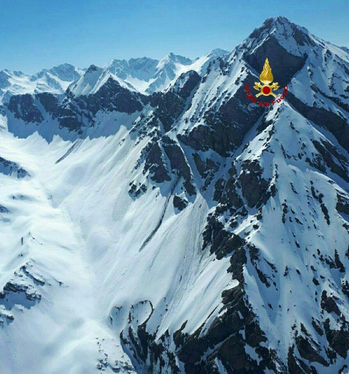 Cesana, i Vigili del Fuoco soccorrono tre scialpinisti