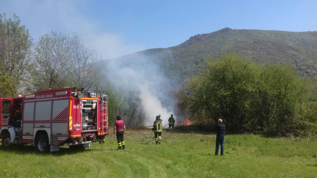 Trana, incendio in borgata Colombè