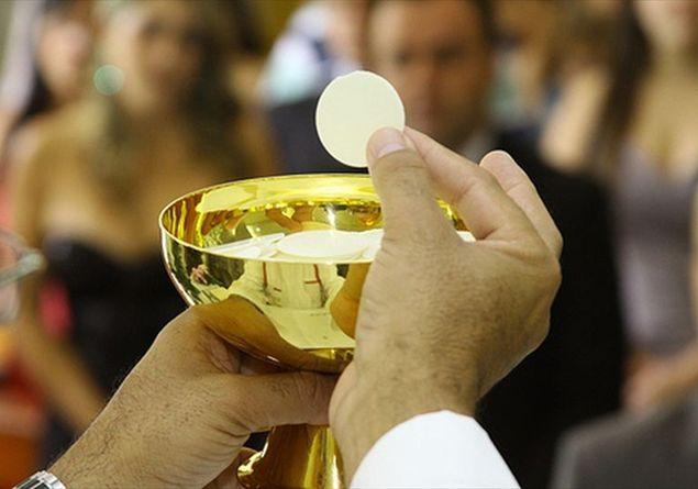 """Papa Francesco parla della Santa Messa: il """"Padre Nostro"""" e la frazione del Pane"""