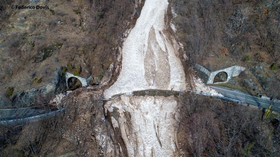 Venaus, le immagini dall'alto della valanga caduta il 13 aprile