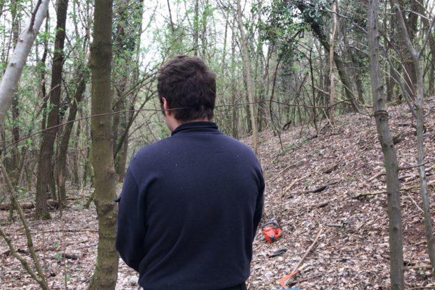 Val Sangone, cavo di ferro ad altezza collo trovato nei boschi di Reano
