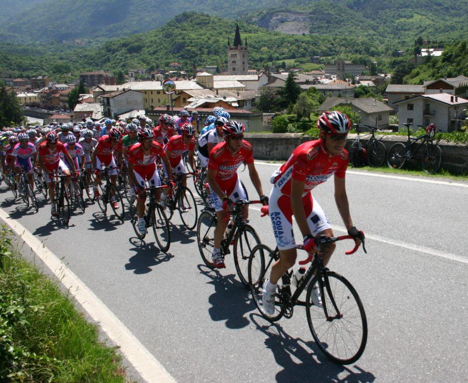 Il Giro d'Italia 2019 si presenta ad Almese con tanti atleti valsusini