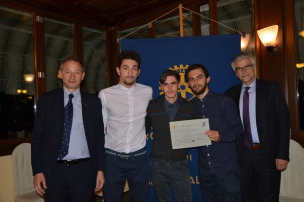 Il Rotary Club Susa- Val Susa ha consegnato delle borse di studio ad alcuni studenti del Liceo Norberto Rosa