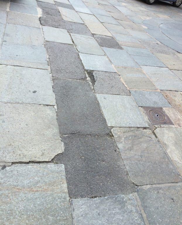"""Giaveno, """"Urge ripristinare la pavimentazione del centro storico"""""""