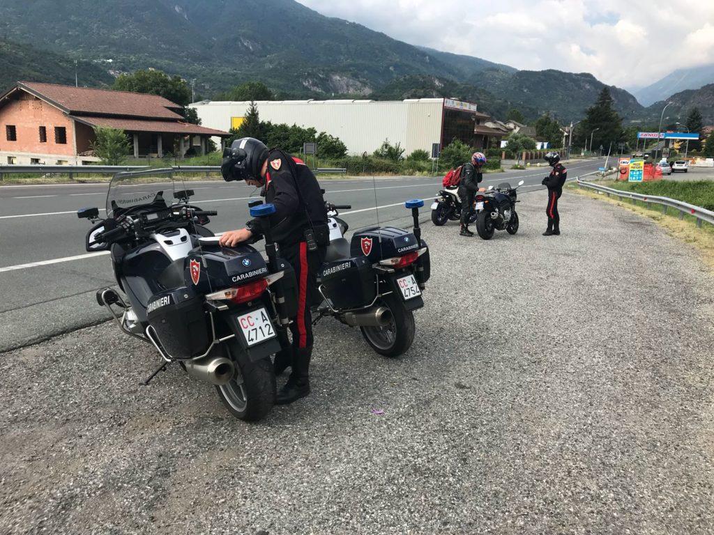 I carabinieri di Susa controllano 150 moto, circa 200 persone e arrestano uno spacciatore