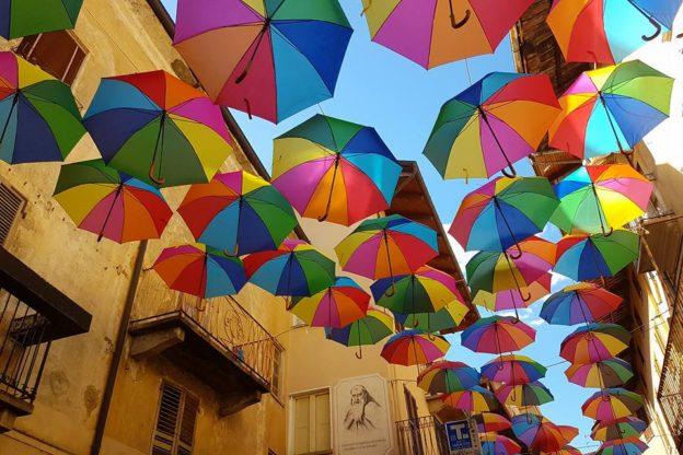 "A Giaveno torna un ""Cielo di ombrelli"""