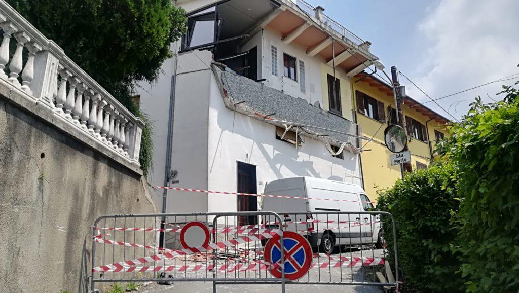 Crolla un balcone a Trana: feriti due operai. Parla l'uomo che per primo li ha soccorsi