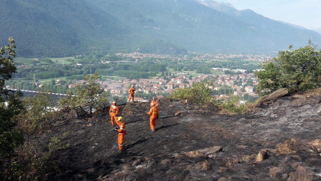 Domato l'incendio sui monti tra Condove e Caprie