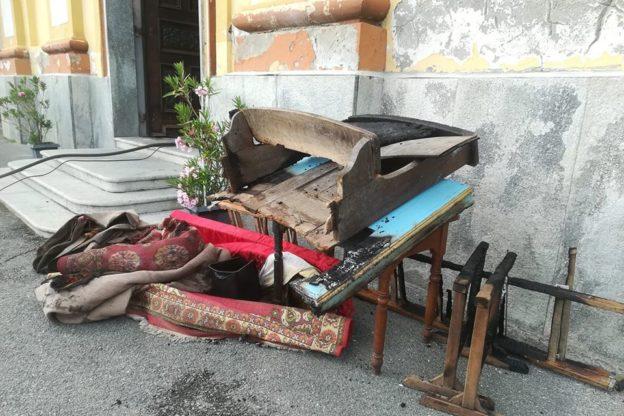 Condove, incendio all'interno della chiesa di Mocchie