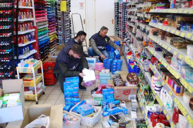 Val di Susa, la Guardia di Finanza sequestra 5000 articoli potenzialmente pericolosi