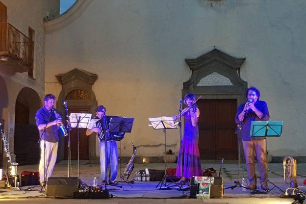 I Blu L'Azard hanno incantato Sant'Antonino