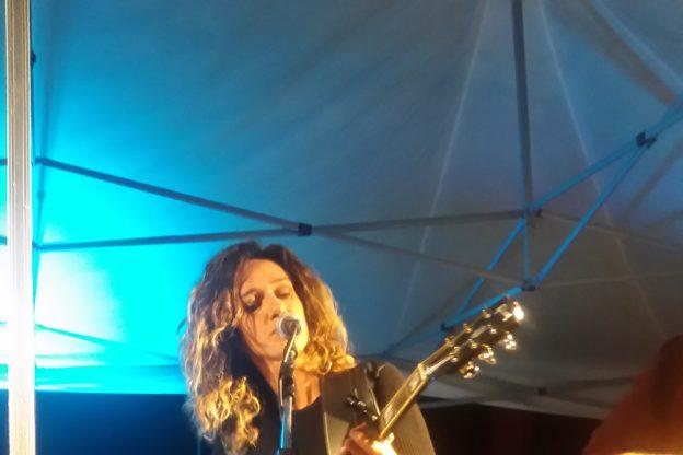 Cesana, applaudito concerto della cantautrice Monica P.