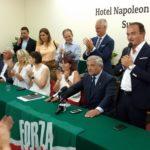 Il tavolo dei relatori all'hotel Napoleon di Susa, mercoledì 8 agosto