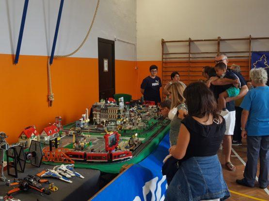 Esposizione di opere con i mattoncini Lego