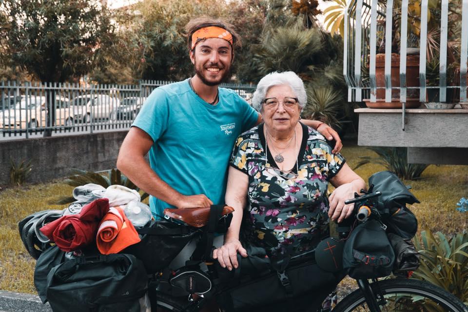 Da Giaveno alla Sicilia in bicicletta per andare a trovare la nonna