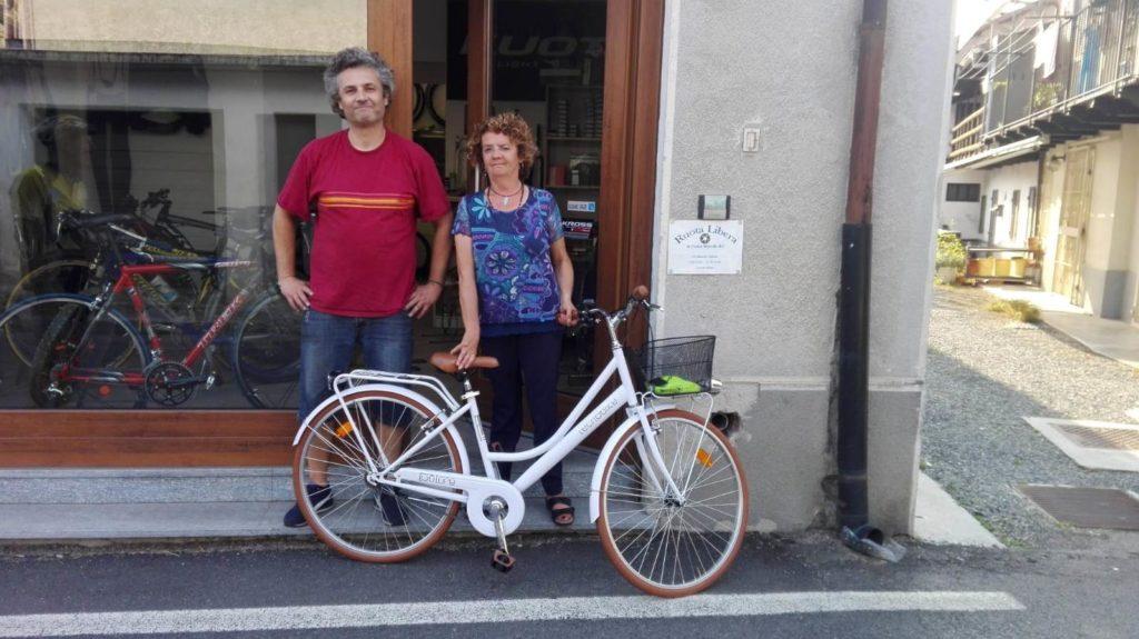 Sangano, rubano la bici a Elena, ma il paese si mobilita e…