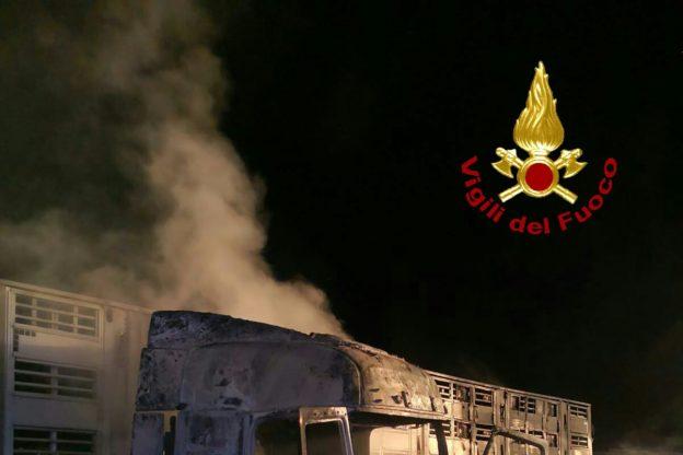 Borgone di Susa, un camion prende fuoco sulla A32