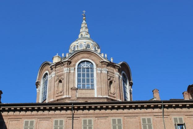 La cupola della Cappella della Sacra Sindone vista dal cortile interno di Palazzo Reale