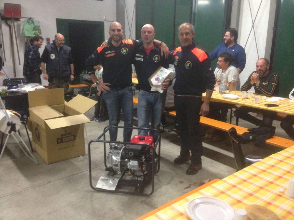 Gli Aib Giaveno-Valgioie donano una motopompa ai colleghi di Varallo Pombia