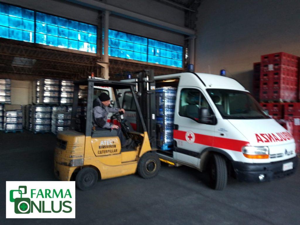 Federfarma Torino dona alla Croce Rossa di Susa 2.500 bottigliette d'acqua