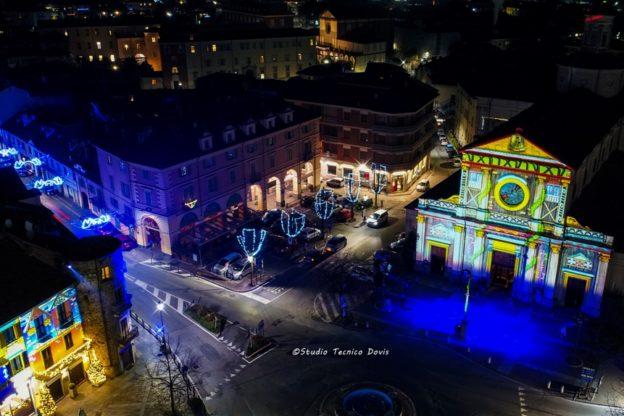 La magia delle luci di Natale giavenesi viste dal drone di Federico Dovis