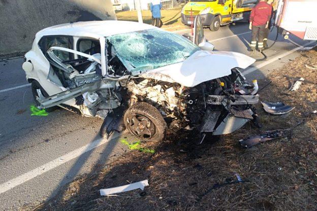 Giaveno, un automobilista ultranovantenne si schianta in via Avigliana – Foto