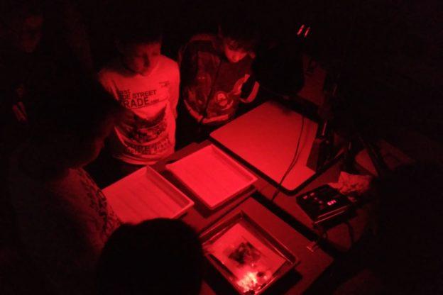 Giaveno, alla (ri)scoperta della camera oscura e della fotografia analogica