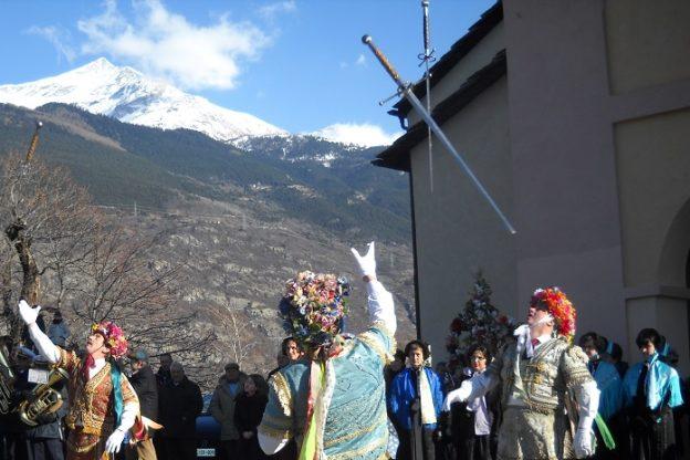 In Val di Susa, a Giaglione, è tornata la Danza delle Spade – Video