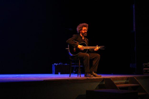 """""""Esodo"""" di Simone Cristicchi inchioda alle poltrone il pubblico del Teatro Fassino"""
