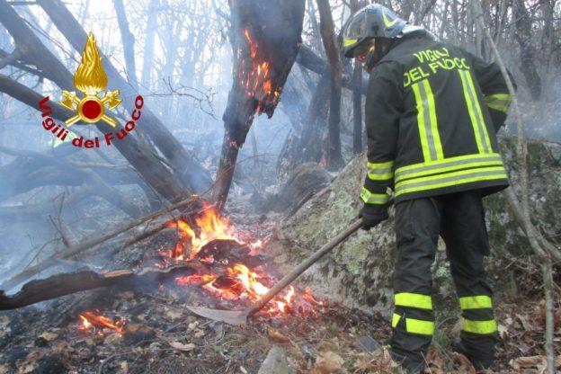 Numerosi incendi in Bassa Val di Susa: super lavoro per Vigili del Fuoco e Aib