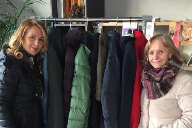 A Giaveno si può lasciare un giaccone per chi non se lo può permettere