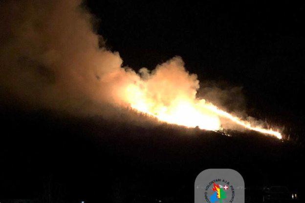Ancora incendi alle porte della Val di Susa. E sta per tornare il vento